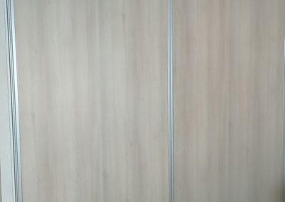 Réalisation d'un aménagement de placard de chambre par Les Sens du Menuisier