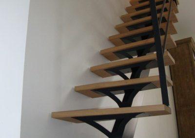 Création d'un escalier en bois et rambarde en acier