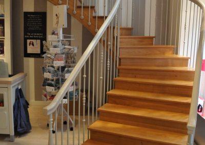 Escalier débillardé avec sous-face par Les Sens du Menuisier