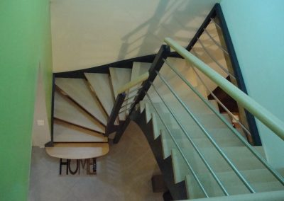 Escalier deux quart tournant avec marches anglaises par Les Sens du Menuisier