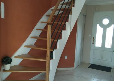 Escalier en chêne à pans coupés réalisé par Les Sens du Menuisier