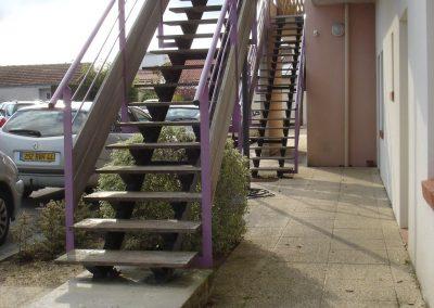 Escalier extérieur en bois exotique par Les Sens du Menuisier