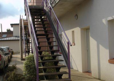 Escalier extérieur en bois exotique