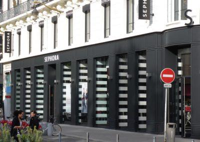 Réalisation d'une façade de magasin par Les Sens du Menuisier