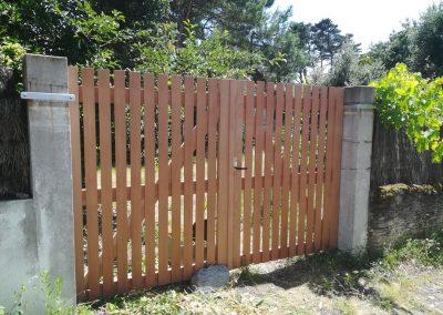 Réalisation d'un portail en bois par Les Sens du Menuisier