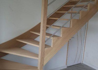 Escalier quart tournant en chêne hydro par Les Sens du Menuisier