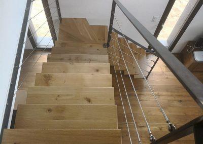 Escalier chêne quart tournant avec rambarde en inox par Les Sens du Menuisier