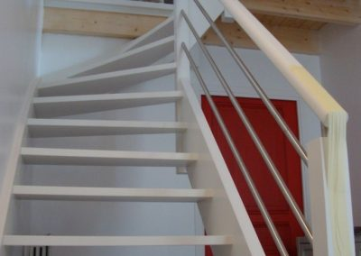 Escalier en bois quart tournant laqué blanc