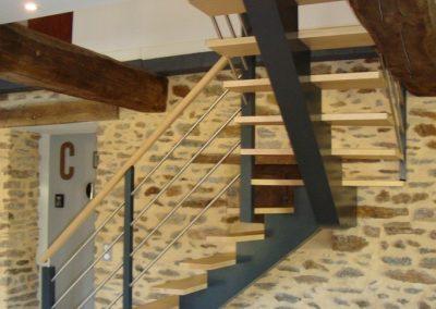 Escalier bois quart tournant avec limon central