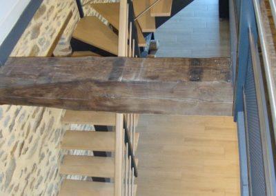 Escalier bois quart tournant avec limon central par Les Sens du Menuisier