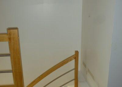 Escalier pin quart tournant par Les Sens du Menuisier