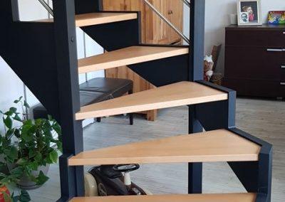 Escalier en bois quart tournant avec tubes inox