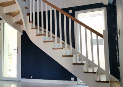 Escalier quart tournant avec limon et main courante débillardée